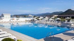 FCOAGBL-club-marmara-grand-bleu-piscine-sejour-corse-tui